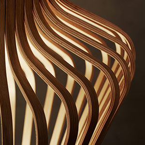 Luminaires suspendus en bois vue rapprochée