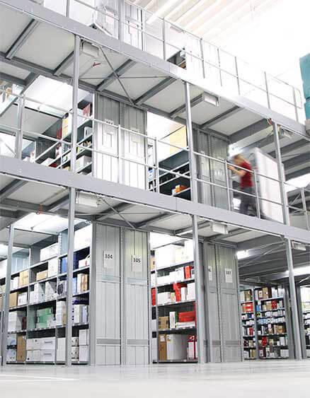 3 600 m² consacrés aux lampes et luminaires dans le centre logistique de luminaire.fr!