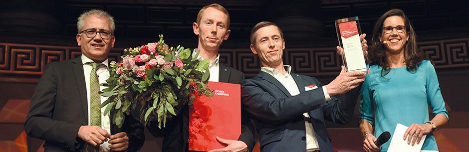 Thomas et Andreas Rebmann acceptent un prix