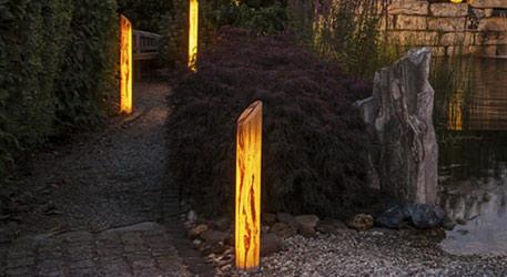 Bornes lumineuses et potelets : des solutions astucieuses pour vos balades nocturnes dans le jardin