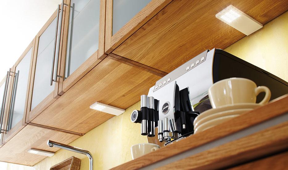 Comment installer des lampes sous meuble ?