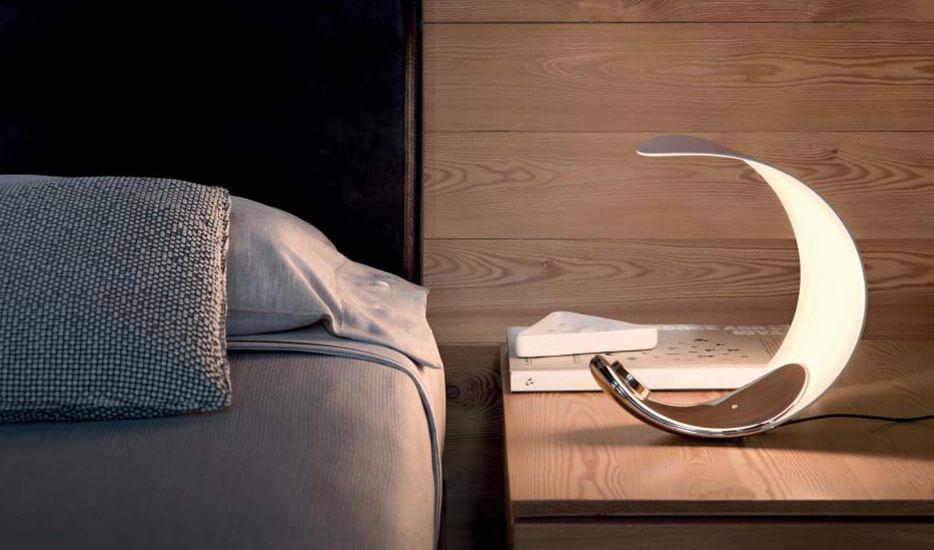 La lampe de chevet pour la chambre à coucher avec ou sans table de chevet